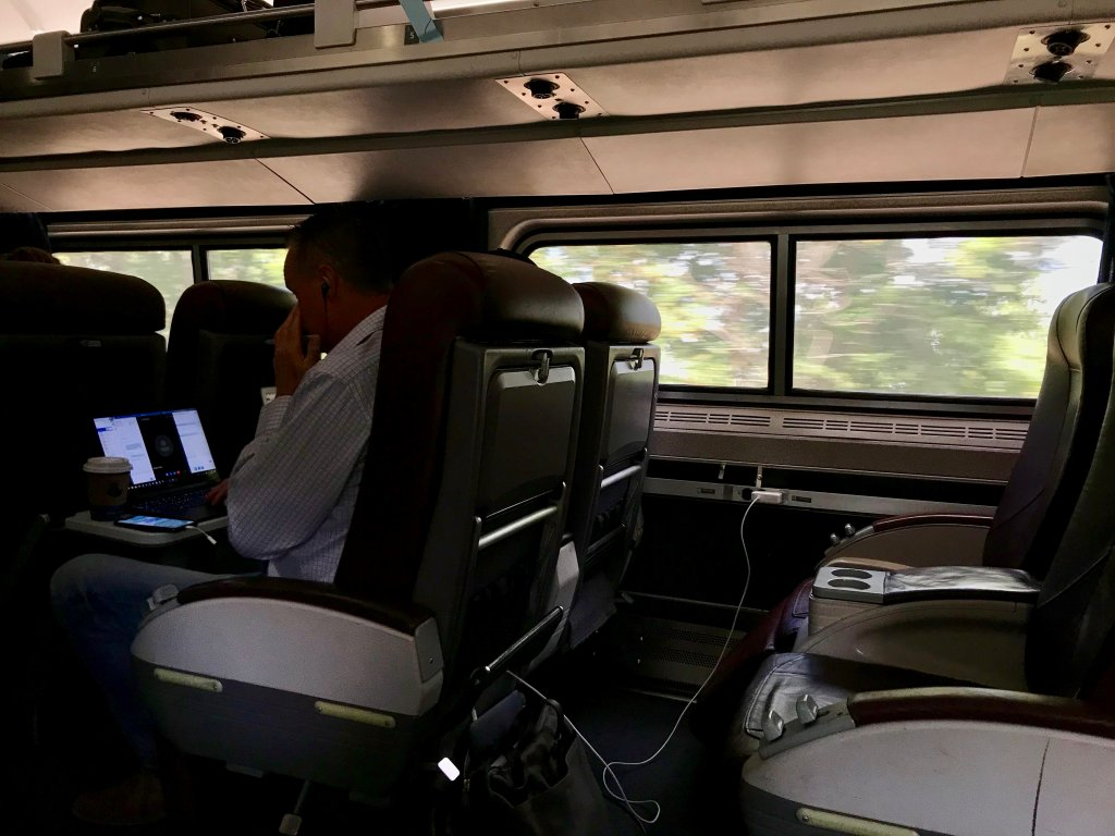 Some insight into train travel in the US –these are the spacious seats in business class on an Amtrak train from Detroit to Chicago. ©KettiWilhelm2019
