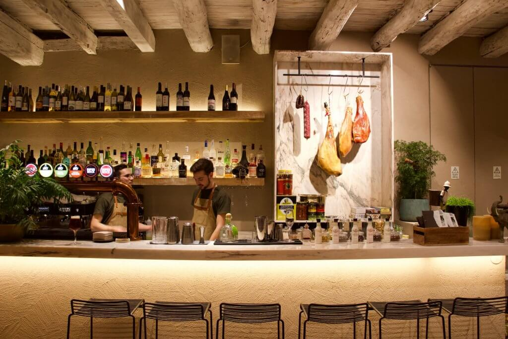 The classy bar at Mescla Bar and Restaurant where I ate on my stopover in Porto, Portugal. ©KettiWilhelm2020